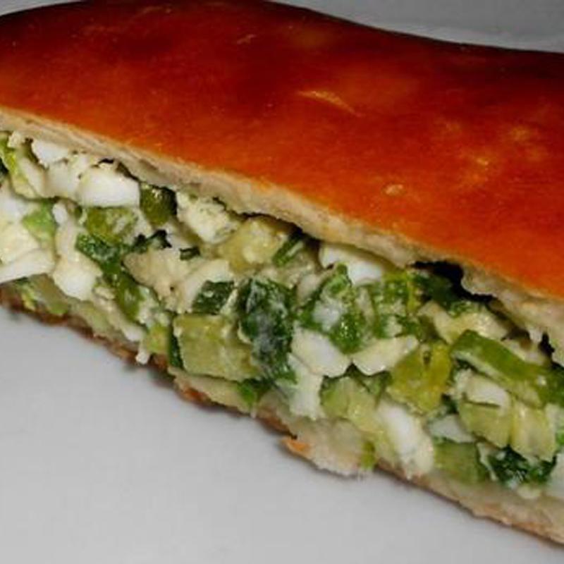 Рецепт открытого пирога с зеленым луком и яйцом